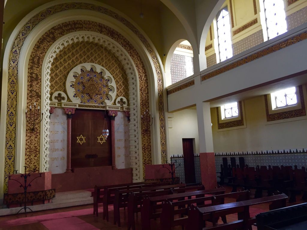 Interior of Mekor Haim synagogue, also known as the Kadoorie Synagogue, in Porto, Portugal on January 28, 2016. (Rachel Delia Benaim/The Times of Israel)