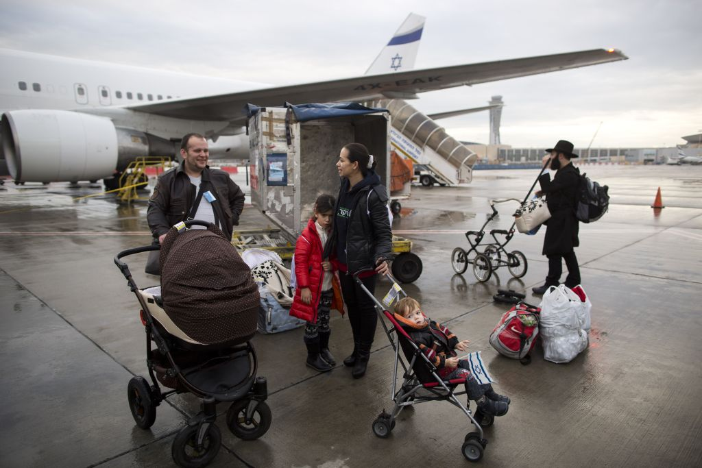 Jewish immigrants from Ukraine arrive at the Ben-Gurion International Airport. (AP Photo/Oded Balilty, File)