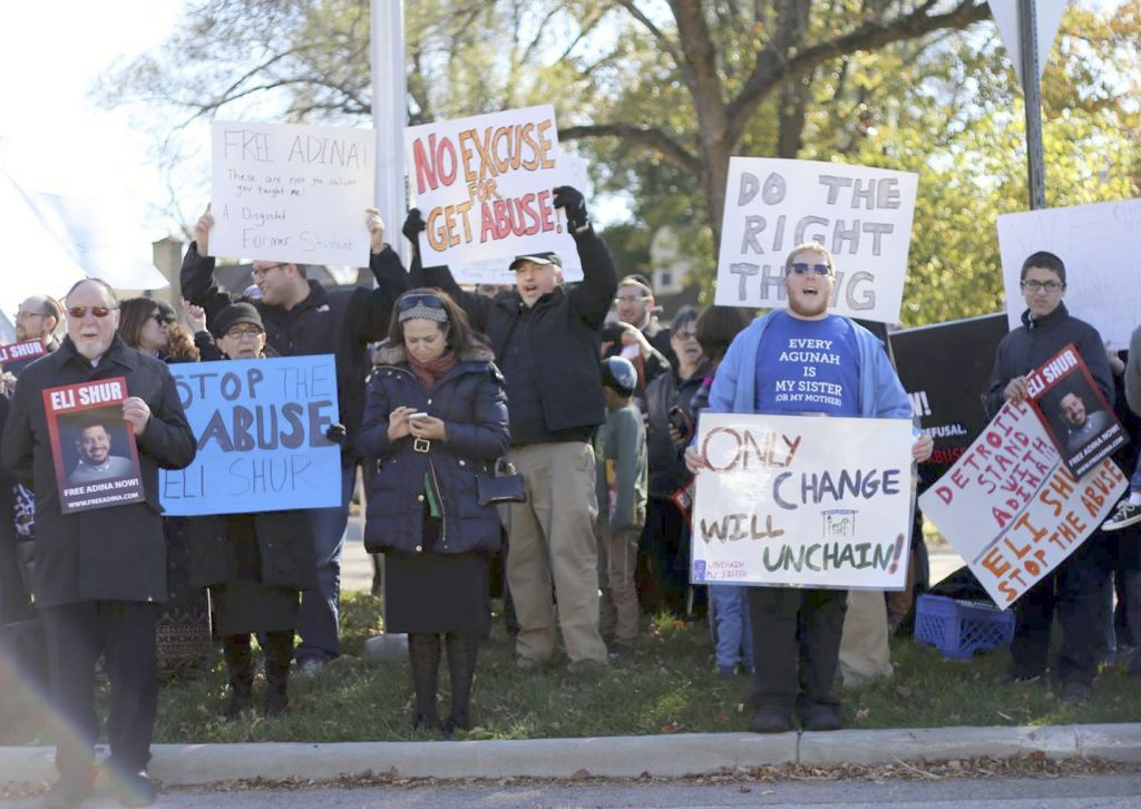 More than 80 demonstrators — primarily from Orthodox communities across Ohio and Michigan — showed up for the November 8 rally near Shur's home in Kettering, a suburb of Dayton, Ohio. (Dayton Jewish Observer)