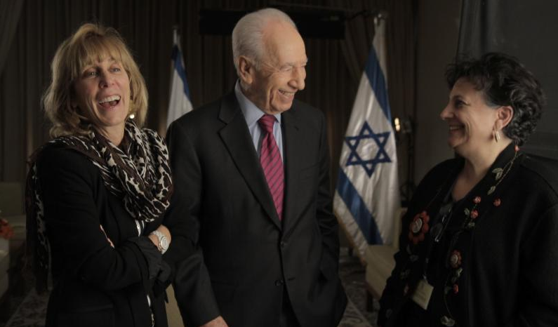 Nancy Spielberg and her collaborator and director Roberta Grossman with Shimon Peres at an event for 'Above and Beyond' (Courtesy Nancy Spielberg)