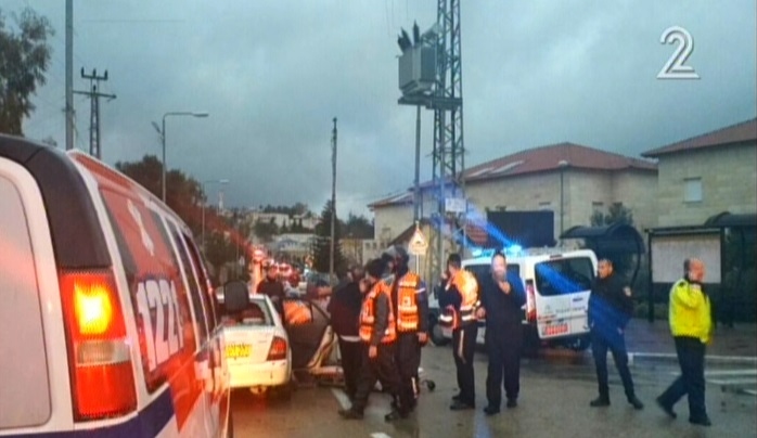 Paramedics at the scene of a stabbing attack in Beit Horon on January 25, 2016. (screen capture: Channel 2)
