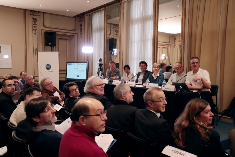 Guests attend a press briefing of the CNRS (Centre National de la Recherche Scientifique - National Center for Scientific Research) on gravitational wave research by LIGO and VIRGO collaborations in Paris on February 11, 2016. (AFP / JOEL SAGET)