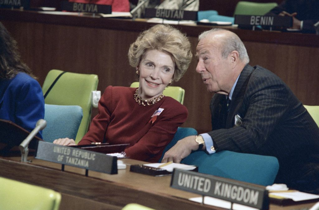 Nancy Reagan listens to Secretary of State George Shultz on Tuesday, Oct. 25, 1988 before she addresses a United National Committee. (AP Photo/Marty Lederhandler)