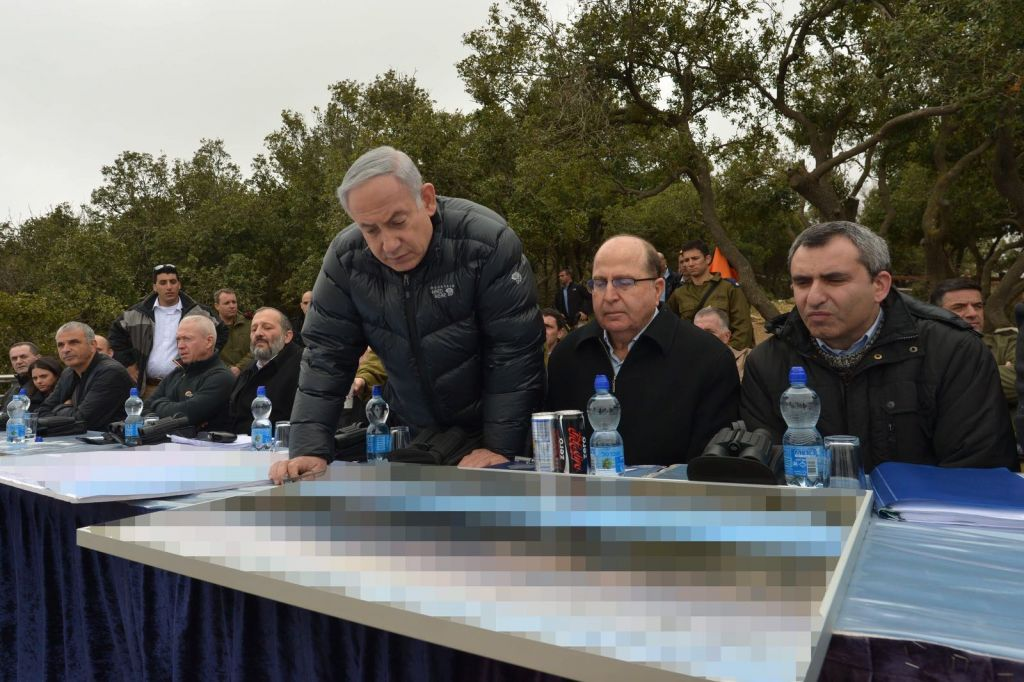Prime Minister Benjamin Netanyahu, Defense Minister Mshe Ya'alon and Immigrant Absorption Minister Ze'ev Elkin participate in a tour of Israel's north on Tuesday, February 2, 2016 (Prime Minister's Office)