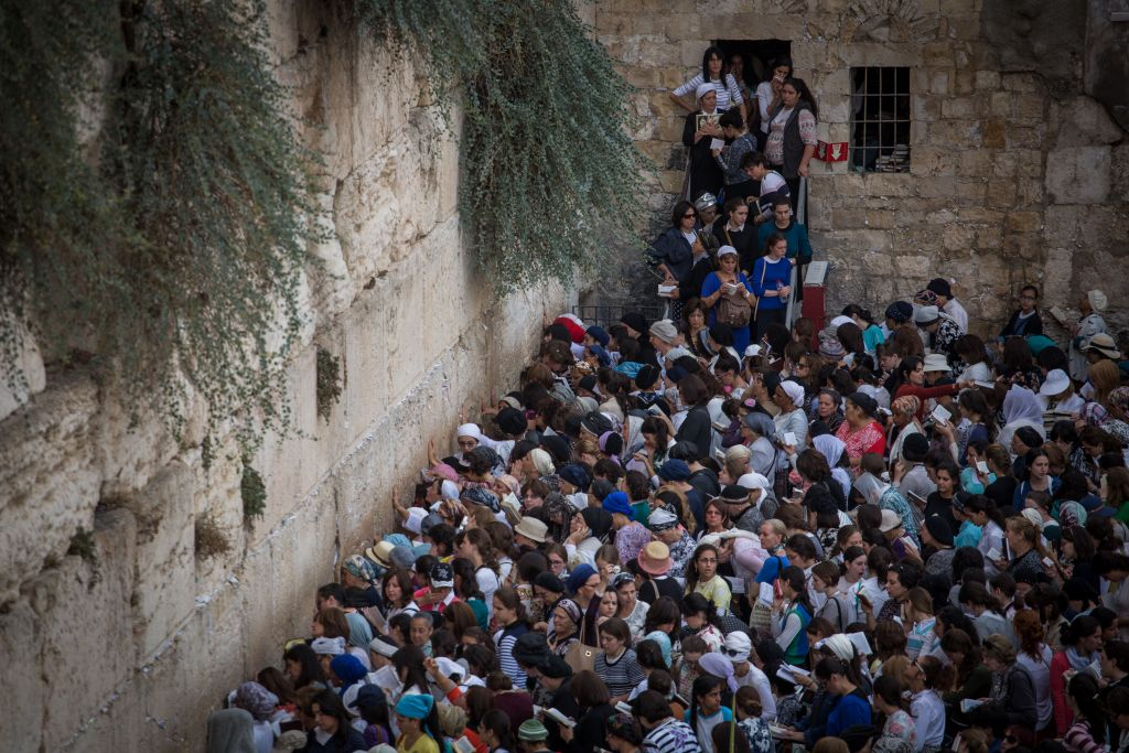 Women seen praying in the women's section of the Western Wall in Jerusalem's Old City, during the Jewish holiday of Sukkot, September 30, 2015. (Hadas Parush/Flash90)