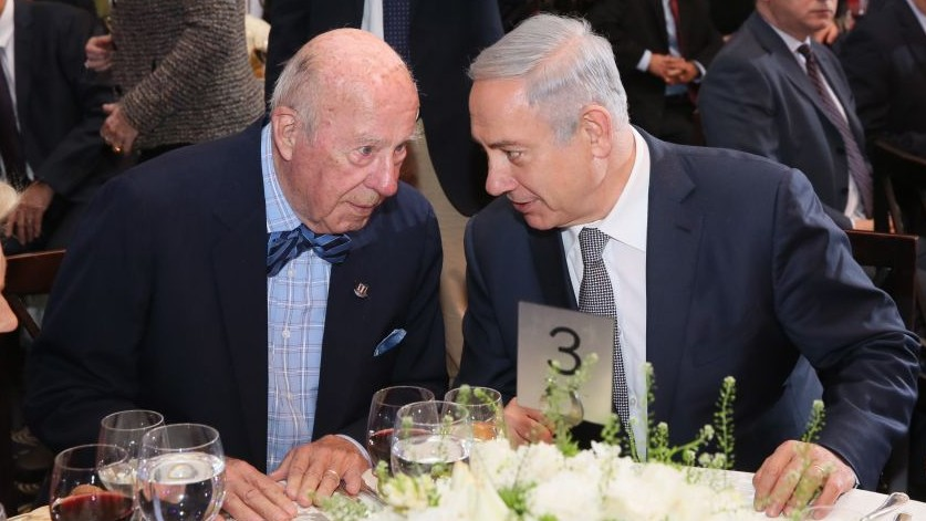 George Shultz and Benjamin Netanyahu at an Israel Democracy Institute dinner in Jerusalem, February 14, 2016 (Oded Anteman / IDI)