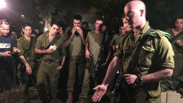 The Write On For Israel students visiting IDF soldiers on their last day of training. JW/Linda Scherzer