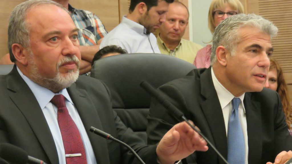 Former ministers Liberman (left) and Lapid at a joint conference on Israel's foreign policy in the Knesset, February 29, 2016 (courtesy)