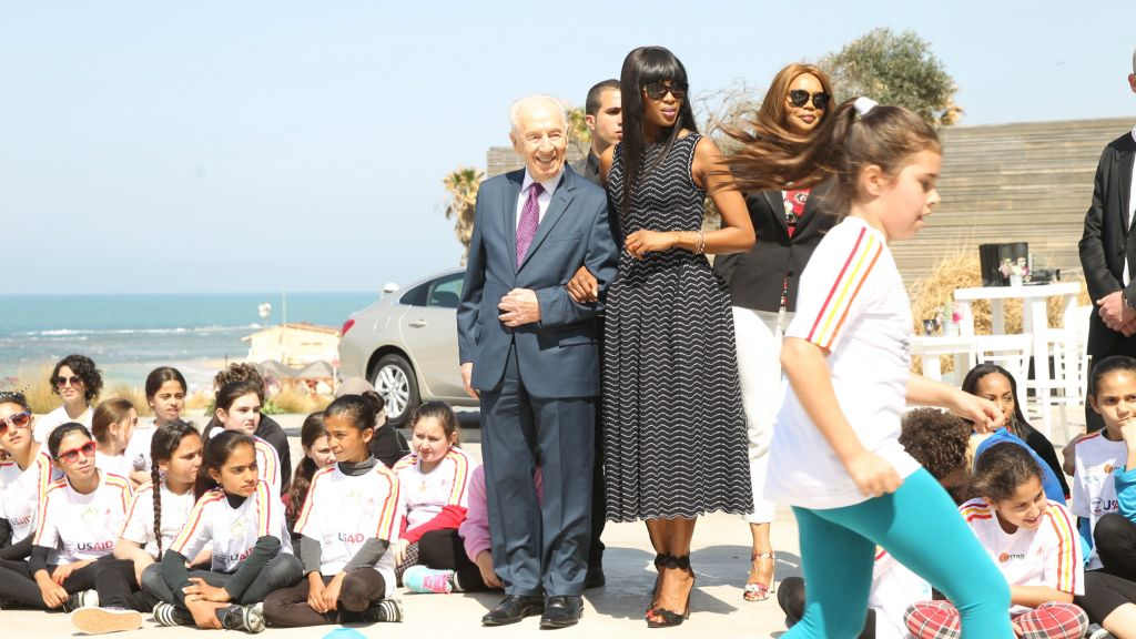 Shimon Peres and Naomi Campbell at the Peres Center for Peace in honor of International Women's Day (Courtesy Rafi Delouya)