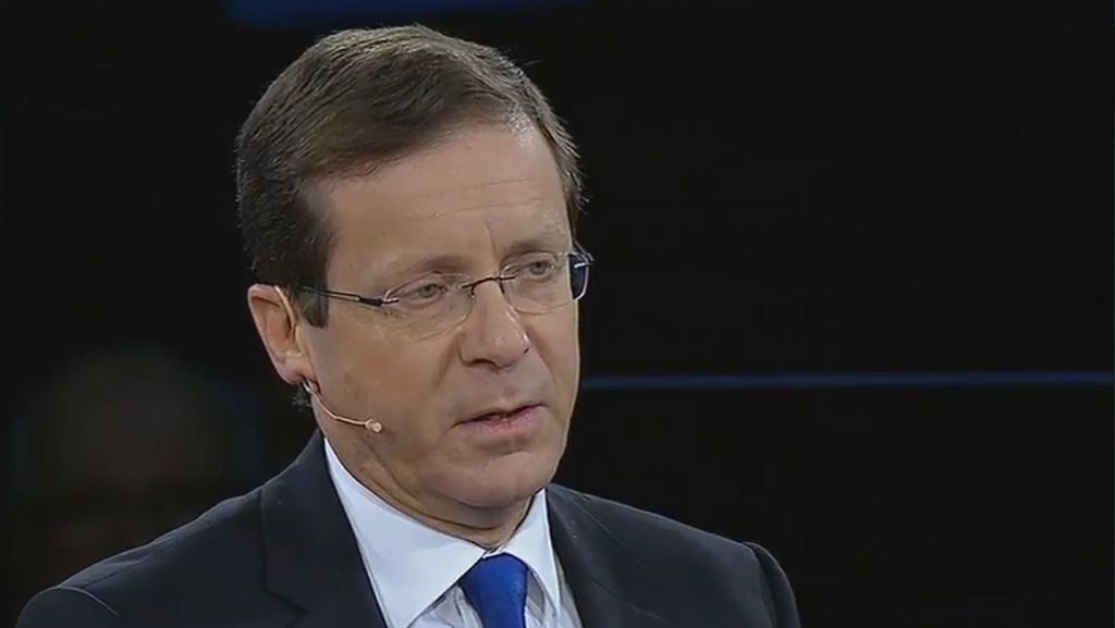 Isaac Herzog speaks to The Times of Israel's editor, David Horovitz, at the 2016 AIPAC Conference on Monday, March 21, 2016 (screen capture: YouTube)