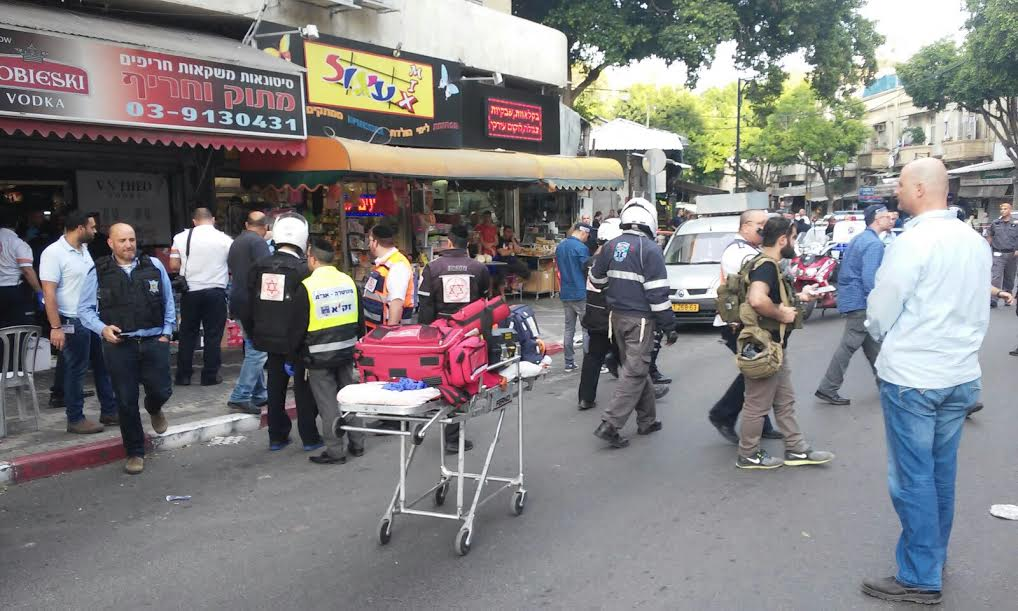 The scene of a stabbing in Petah Tikvah on Tuesday, March 8, 2016 (United Hatzalah)