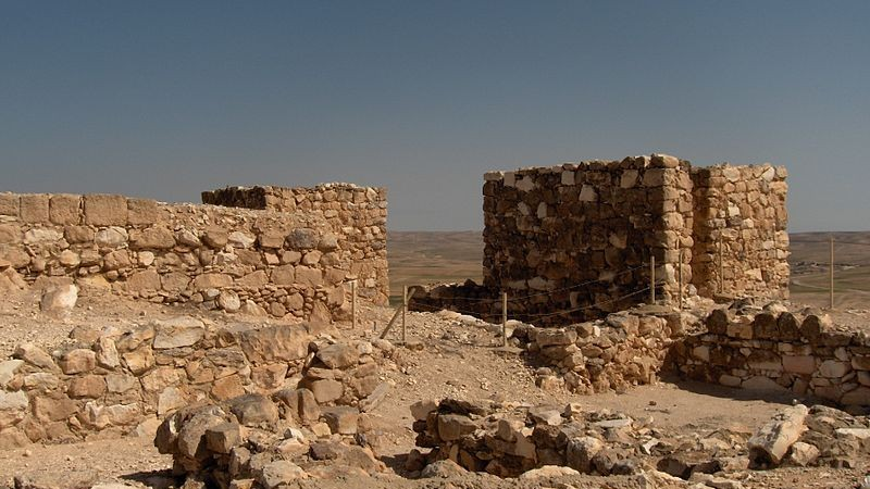 Excavations at Tel Arad in the Negev Desert seen on March 16, 2006. (CC BY-SA Wikimedia commons)