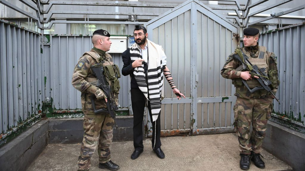 Soldiers guarding a staff member at a Chabad school in Paris, November 16, 2015. (Israel Bardugo/Courtesy of the International Fellowship of Christians and Jews/via JTA)