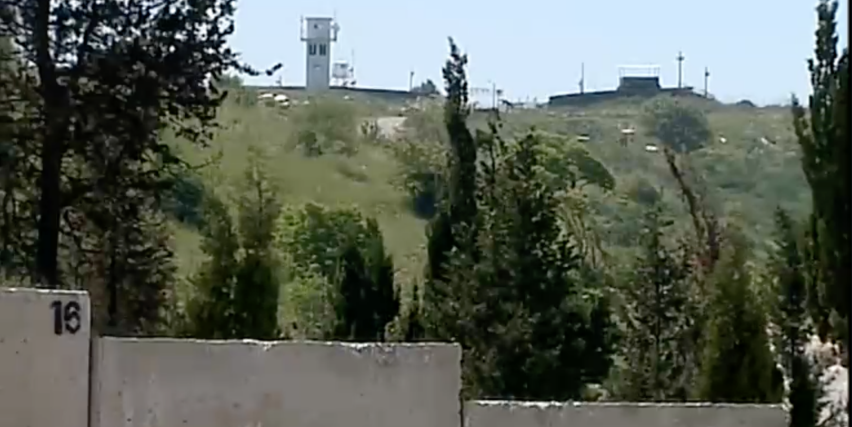 A new wall near the Lebanon border at Kibbutz Misgav Am, April 20, 2016, in the shadow of a UN position (Channel 2 screenshot)