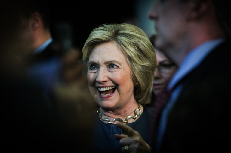 Democratic presidential candidate Hillary Clinton greets supporters at a rally in Oakland, California, on May 6, 2016 (AFP PHOTO / GABRIELLE LURIE)