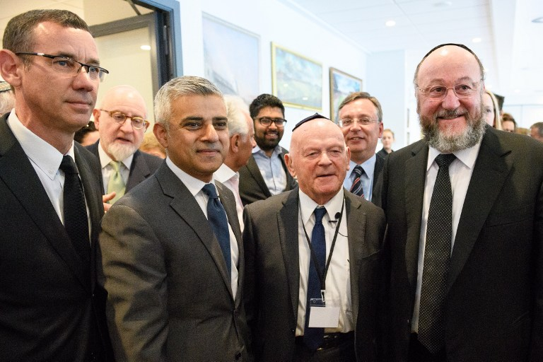 (L-R) Israeli Ambassador Mark Regev, London Mayor Sadiq Khan, Holocaust survivor Ben Helfgott and Chief Rabbi Ephraim Mirvis of the United Congregations of the Commonwealth attend the Yom HaShoah Commemoration, in Barnet, north London, on May 8, 2016. (AFP PHOTO/LEON NEAL)