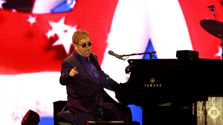 British singer and musician Sir Elton John performs at the Yarkon park in Tel Aviv on May 26, 2016. (AFP PHOTO / Gil Cohen-Magen)