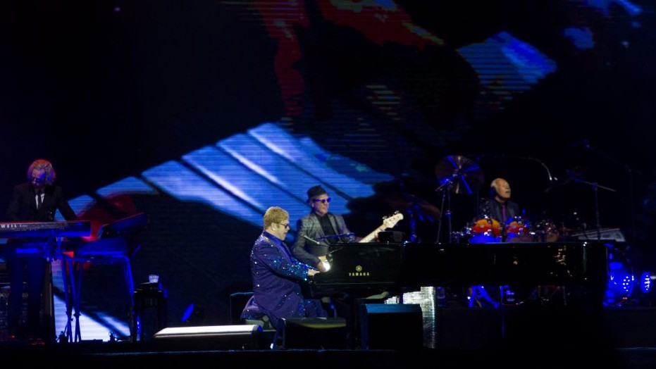 Elton John and his band perform in Tel Aviv on May 26, 2016. (Nati Shohat/Flash90)