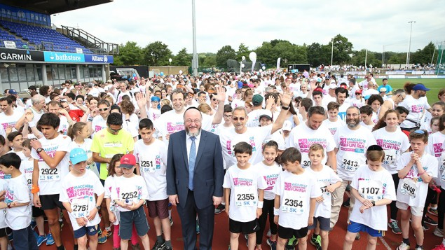 Chief Rabbi Ephraim Mirvis opening a race! (Marc Morris Photography)