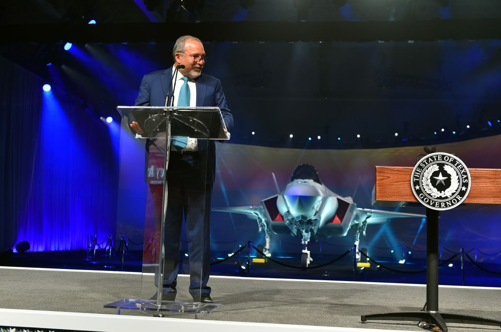 Defense Minister Avigdor Liberman unveils the F-35 stealth fighter jet, during a ceremony in Fort Worth, Texas, on June 22, 2016. (Ariel Hermoni/Defense Ministry)