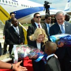 Sara Netanyahu receives flowers from local schoolchildren upon arriving in Uganda   ( JINI Photo Agency, LTD)