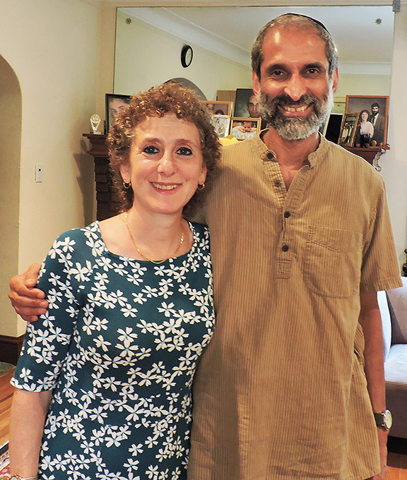 Gitl Schaechter-Viswanath and Meylekh Viswanath raised their children speaking Yiddish and Tamil.