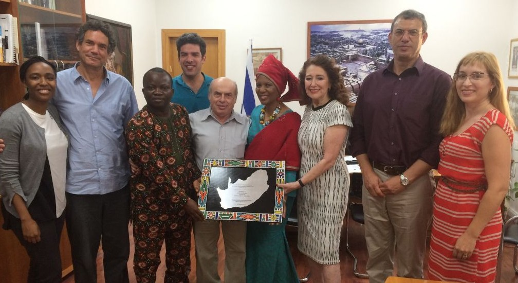 Jewish Agency Chairman Natan Sharansky meets with South African Pastor Linda Gobodo and Nigerian Pastor Olusegun Olanipekun and other members of a South African Christian delegation at his office in Jerusalem, July 27, 2016. Reeva Forman is third from right. (Avi Mayer for The Jewish Agency for Israel)
