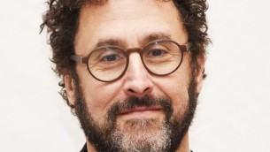 "Tony Kushner assiste à la première mondiale de ""Mike Nichols : American Masters"" au Paley Center for Media à New York, le 11 janvier 2016. (Crédits : Dimitrios Kambouris / Getty Images)"