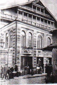 Une carte postale de la Grande synagogue de Vilnius, avant sa destruction. (Crédit : usage loyal/Wikipedia)