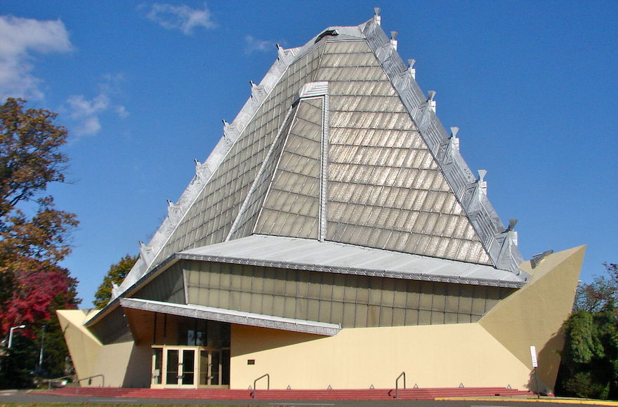 An exterior shot of the Beth Sholom synagogue. (Wikimedia Commons via JTA)