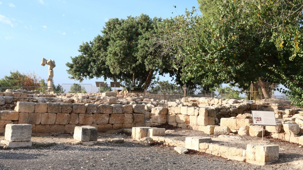 Ruins of a Roman-era villa probably used to house government officials. (Shmuel Bar-Am)