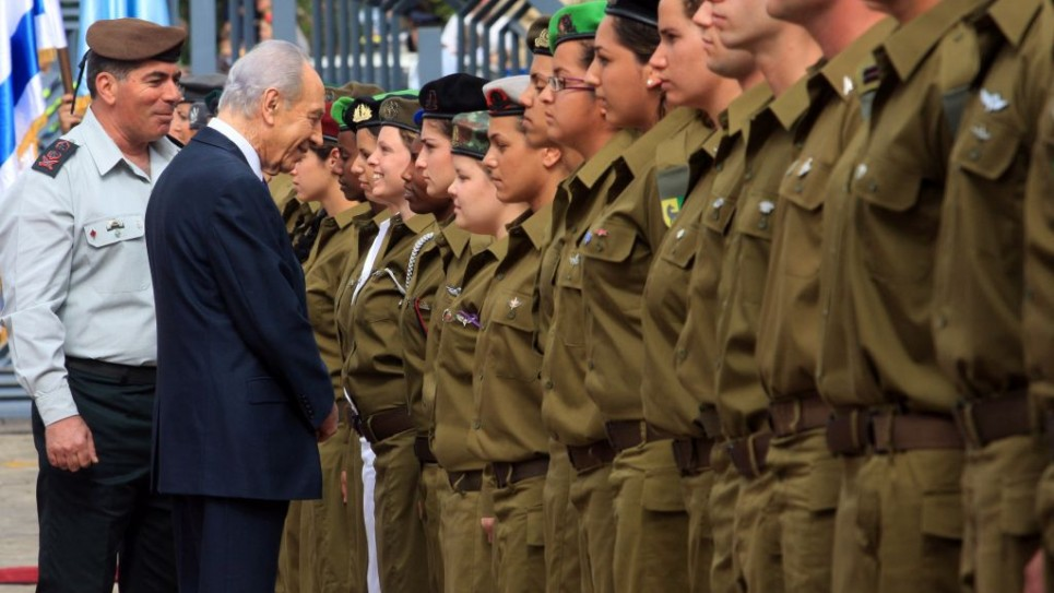 Shimon Peres greeting troops
