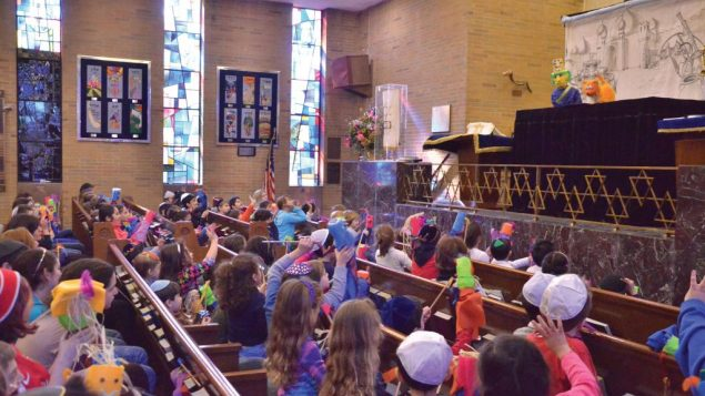 A holiday puppet show is among the programs offered by the Ohr Chadash Religious School in Queens. Courtesy of OHR CHADASH