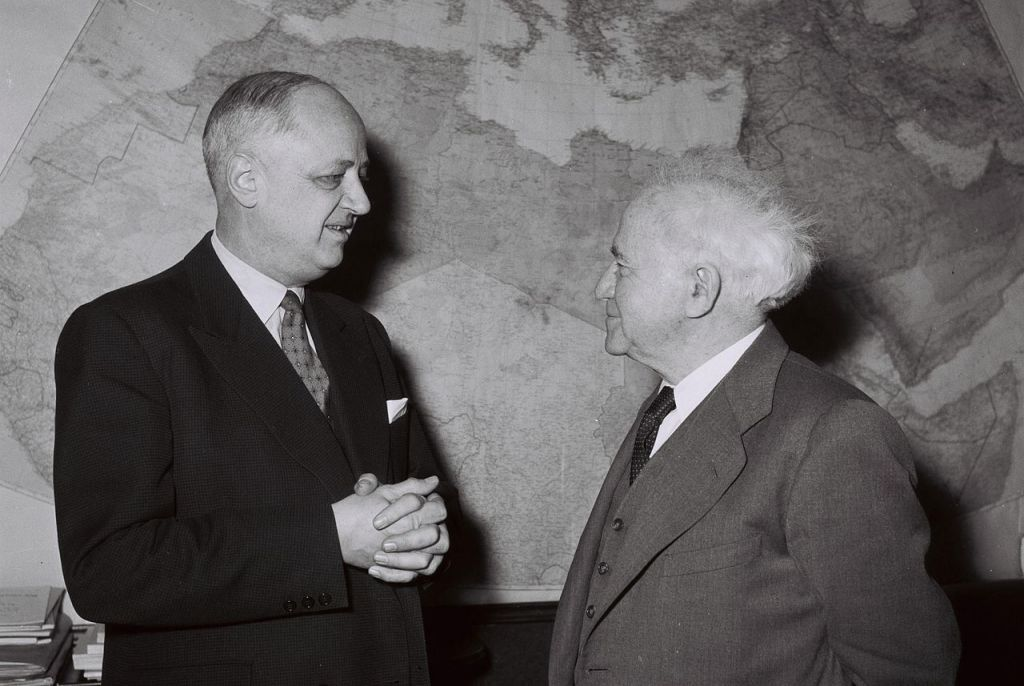 French foreign minister Christian Pineau meeting with David Ben-Gurion in Israel, January 1959 (Moshe Pridan / Wikipedia)