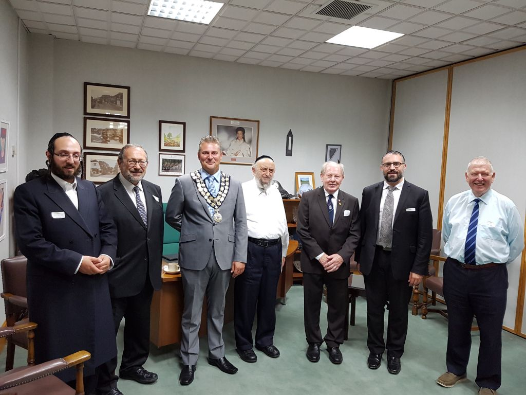 Representatives of the Jewish community of Canvey island invited to a mayor's reception at Castle Point council where theywere presented with the Seal of the Council.