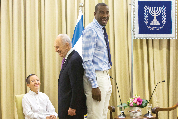 Mr. Peres and NBA star Amar'e Stoudemire compare heights at the president's house in Jerusalem on July 18, 2013. (Yonatan Sindel/Flash90/JTA)