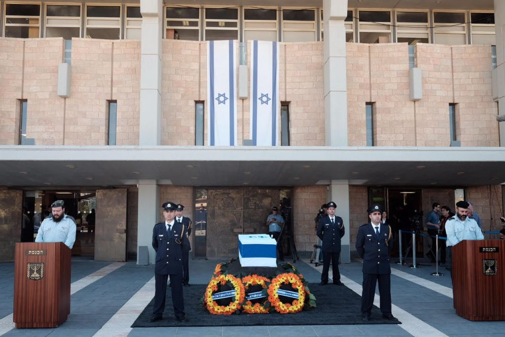 Thousands of Israelis are expected to visit the Knesset's plaza to pay their respects