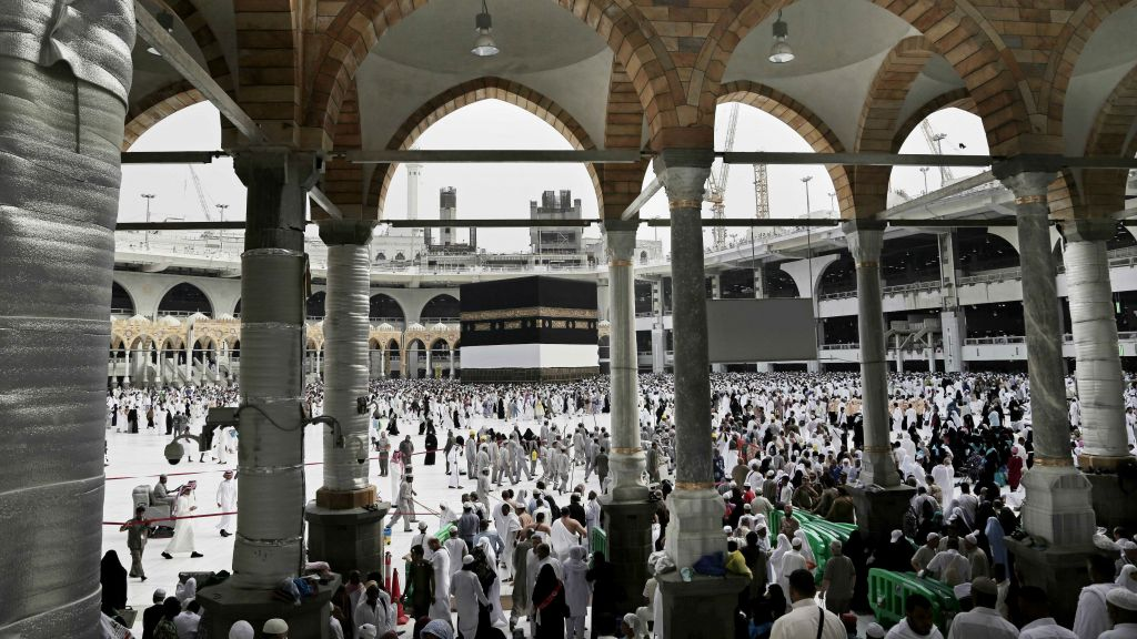 Saudi Arabia arrests woman, four others over aborted attack on Grand Mosque