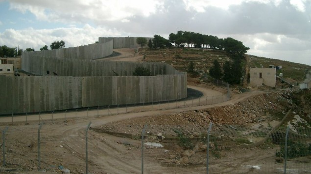 A wall snaking through the West Bank, sectioning off Jewish and Palestinian areas