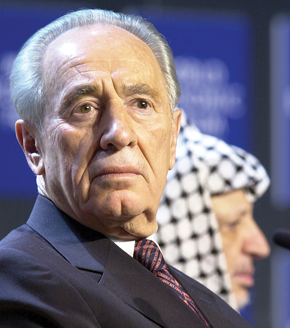 Mr. Peres at the World Economic Forum's annual meeting in Davos in 2001. Yasser Arafat is behind him. (Rely Steinegger)