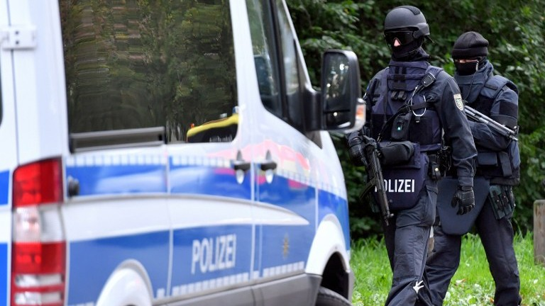 German shopping centre shut by police over attack fears