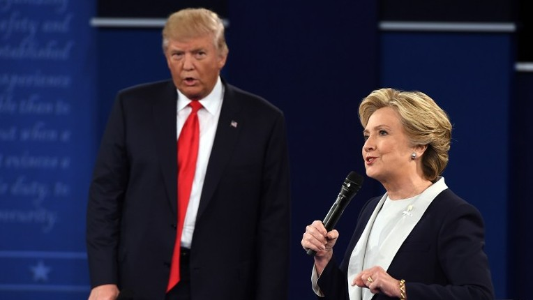 US Democratic presidential candidate Hillary Clinton, right, and US Republican presidential candidate Donald Trump during the second presidential debate at Washington University, St. Louis, Missouri, October 9, 2016. (AFP/Robyn Beck)
