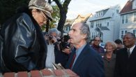 Philip Roth greets Roberta Harrington during 2005 visit to his childhood home on Summit Ave. Photo Courtesy of Bill Mikesell