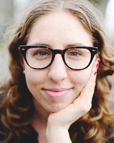 Sandy Fox started a podcast in Yiddish to create a space for Yiddish-speaking women to share their creative work. Sandy Fox