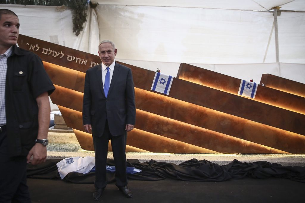 Prime Minister Benjamin Netanyahu attends the service in memory of the victims of Altalena Affair in Tel Aviv, on October 27, 2016. ( Miriam Alster/Flash90)