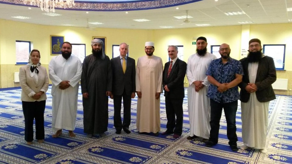 Board of Deputies President Jonathan Arkush (4th from Left), and Laurence Saffer (6th from Left), President of Leeds Jewish Representative Council, meet Imam Qari Asim MBE (5th from left) and other Muslim representatives at Leeds Makkah Masjid on August 25, 2016. (Courtesy)