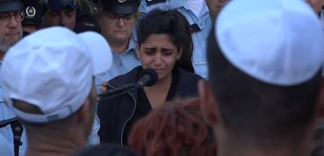 Noy Kirma speaking at the funeral of her husband First Sergeant Yossef Kirma who was killied a terrorist attack in Jerusalem, October 9, 2016 (Screen capture: Ynet)