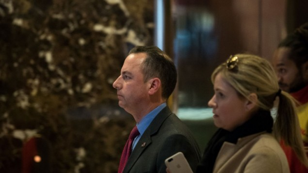 Reince Priebus, président du Comité républicain national, dans le hall de la Trump Tower à New York, le 11 novembre 2016. (Crédit : Drew Angerer/Getty Images/AFP)