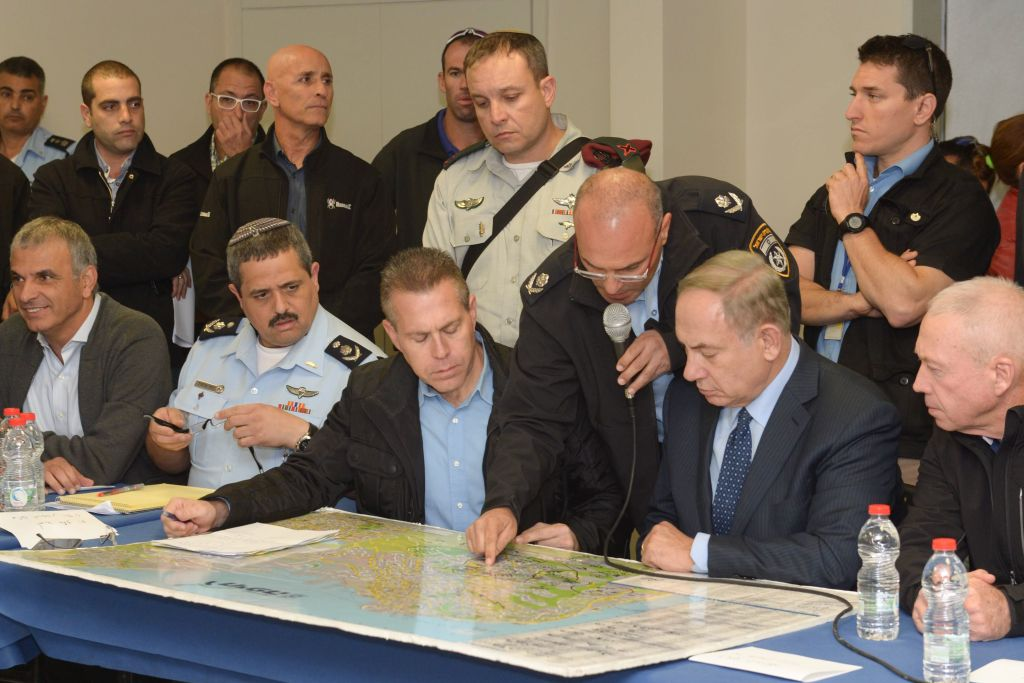 Prime Minister Benjamin Netanyahu, Minister of Public Security Gilad Erdan, police chief Roni Alsheich, Minister of Construction Yoav Galant and Minister of Interior Arye Deri during a briefing in Haifa, where a major fire was raging, November 24, 2016. (Amos Ben Gershom/GPO)