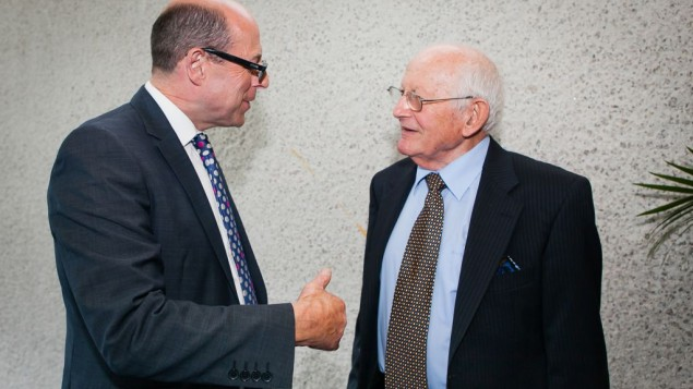 Jack Kagan in conversation with broadcaster Nick Robinson.(Credit: Yakir Zur)